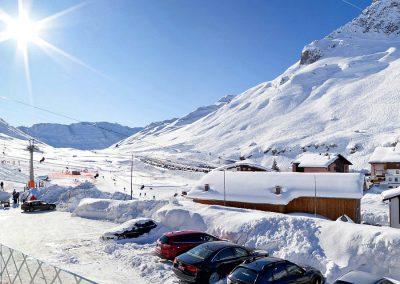 ausblick_sonnenterrasse_hotel_enzian_zuers_am_arlberg