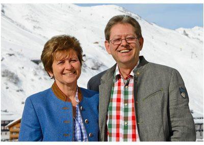 gastgeber-richard-und-irene-elsensohn-hotel-enzian-zuers-am-arlberg