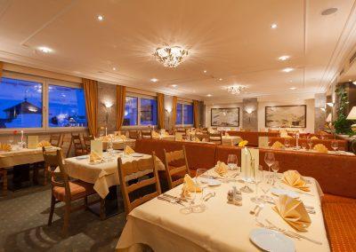 wohlfuehl-pension-speisesaal-hotel-enzian-zuers-am-arlberg